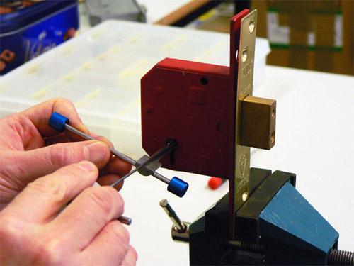 cerrajeros mostoles 24 horas instalacion y reparacion de cerraduras